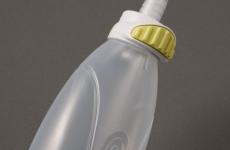 排尿后,只需轻轻一按即可取出瓶子并处理内装物。