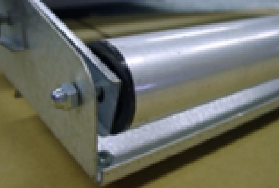 为了防止灰尘进入,可以使用防静电辊,以保持薄膜清洁。<br />